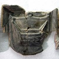 Fragment kafla piecowego z herbem Łodzia, z XVI w. Zamek w Inowłodzu, pow. Tomaszów Mazowiecki, woj. łódzkie.